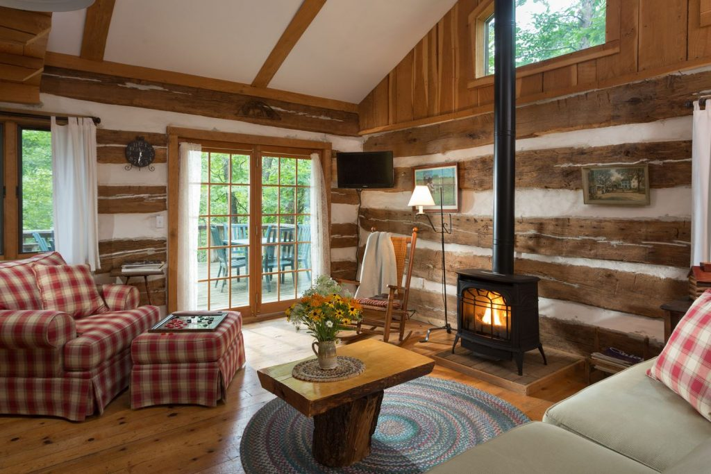 inside of the Dogwood Cabin