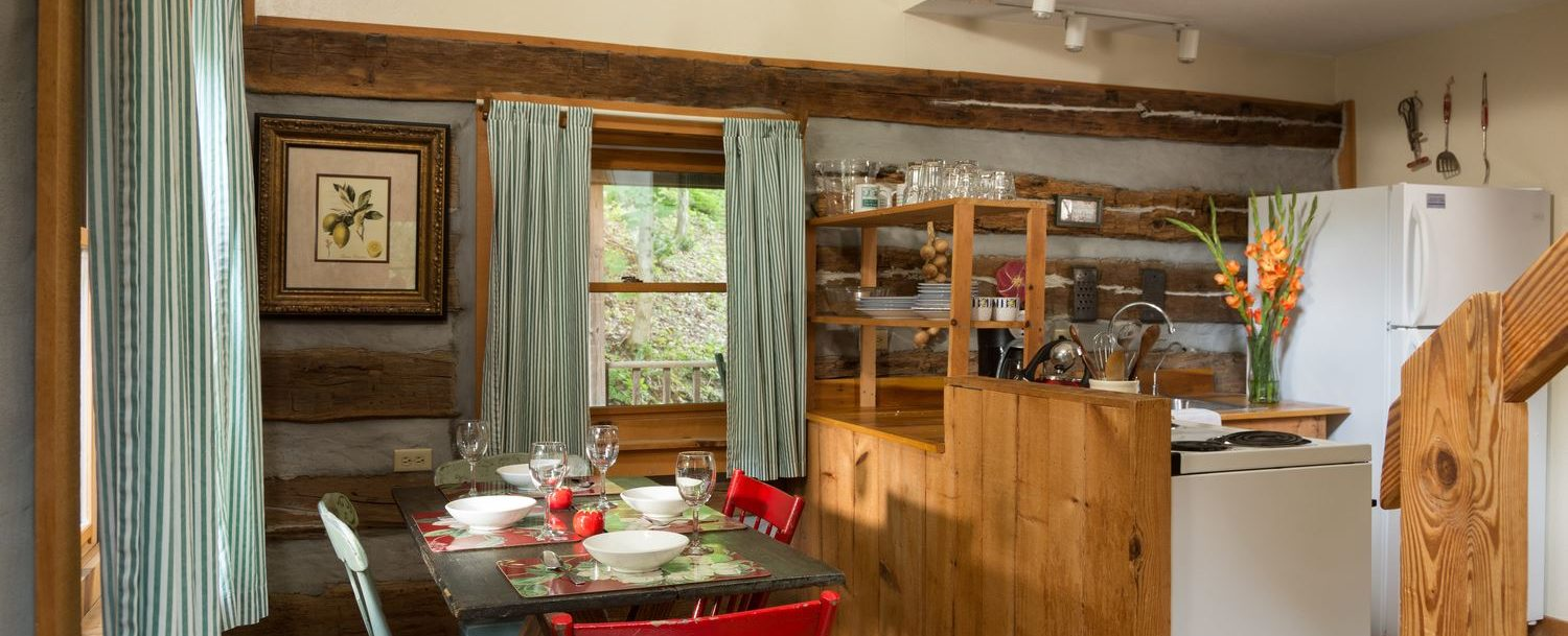 Redbud Cabin kitchen and dining area
