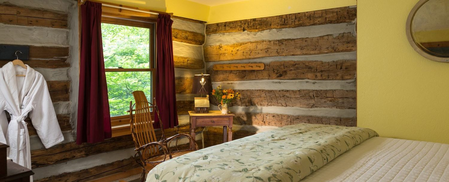 Redbud Cabin bedroom