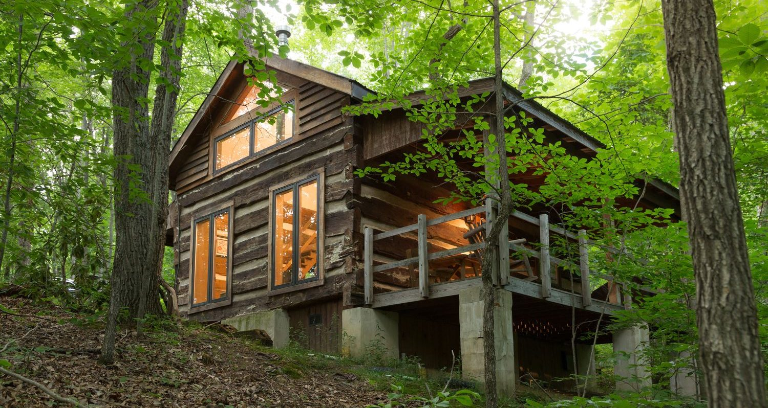 Strong Wolf Cabin  Hocking Hills Pet Friendly Cabins