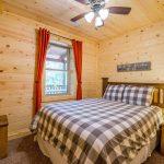 queen bedroom in lodge